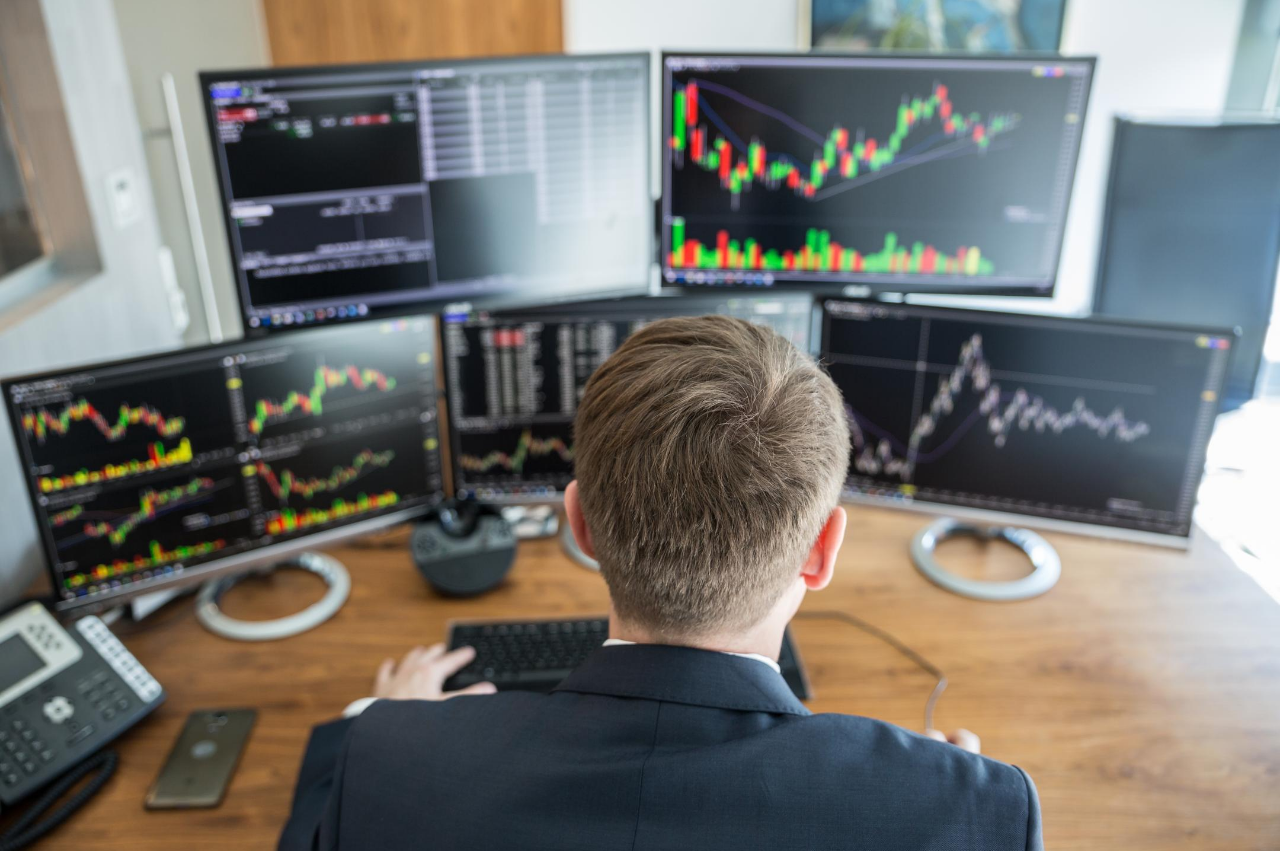 How does the desktop trading platform help to improve the economical condition?